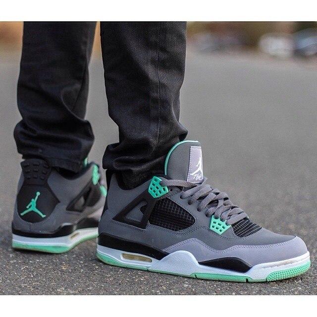 Баскетбольные кроссовки Nike Air Jordan 4 Retro   Магазин баскетбольных  товаров d7f877aac87